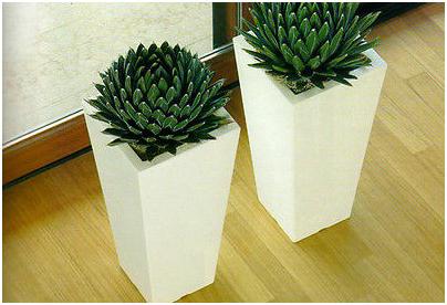 Vasi per fiori da esterno ecco 3 proposte di arredo for Vasi moderni da terra